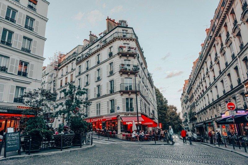 Lanes of Montmartre - navigating Paris